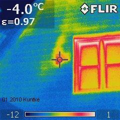 IR-Thermogramm 'Wärmeleck' neben Fenster